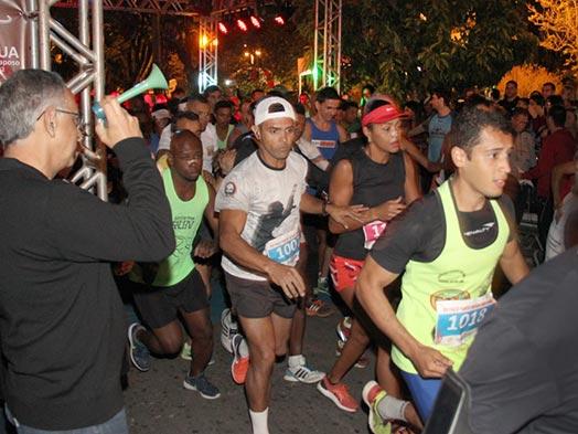 Mais de dois mil corredores participam da Corrida da Fogueira