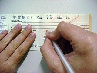 Bancos aceitarão cheques com data de janeiro de 2010 até o fim
