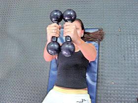Menina fazendo exercício