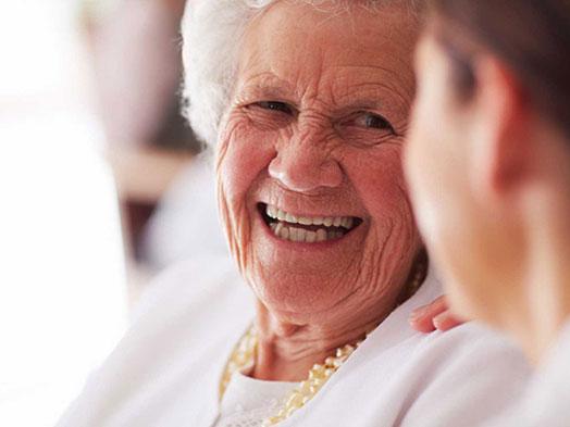 Inscrições de idosos centenários podem ser realizadas até o dia 27 na Câmara